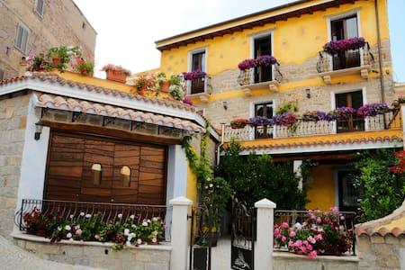 """B&B  """"Funtanedda"""" nel cuore della Sardegna - Teti - Bed & Breakfast"""