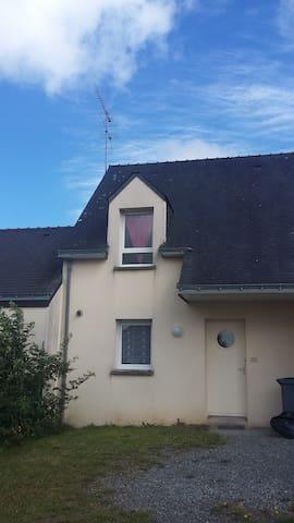 maison confortable à 20' de la mer - Questembert - Casa