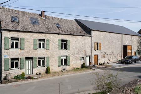 Kindervriendelijke boerderij Petrus te Fagnolle - Philippeville - 一軒家