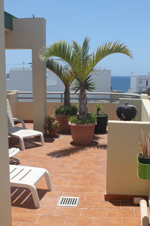 Penthouse, central, 50m beach