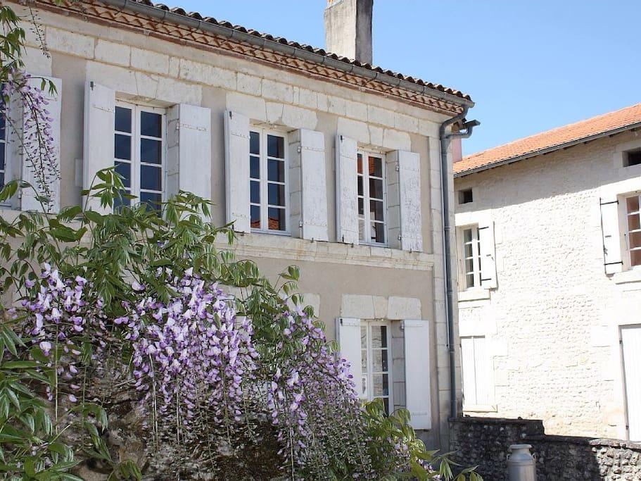 The School House- Saint-Romain