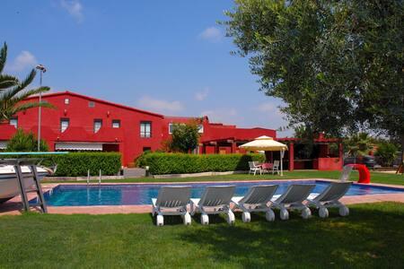 Casa con piscina/padel/futbol/WiFi - Cambrils