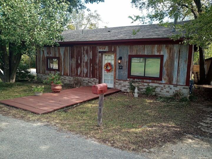 The Rustic Retreat at Lake Texoma