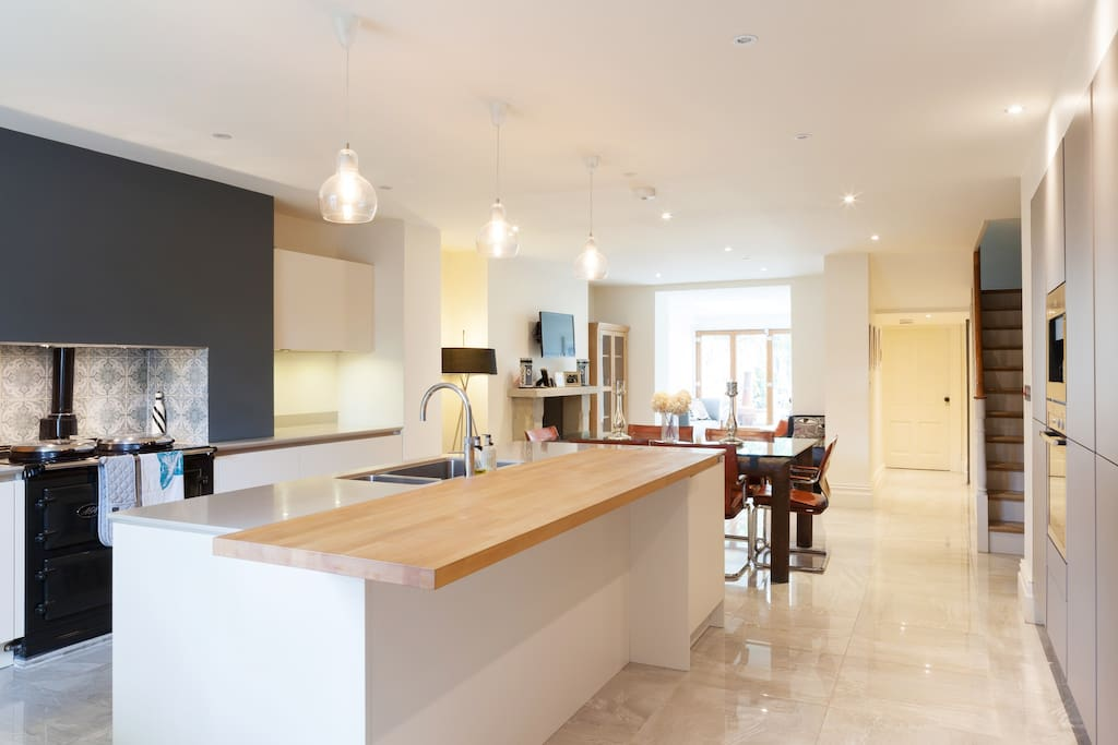 Fully stocked kitchen, with all the modern appliances you could wish for!