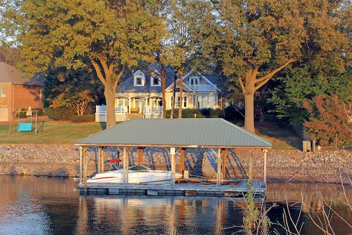 PARADISE! Lakefront Sunset Retreat on Kiser Island - Lake Norman of Catawba - House
