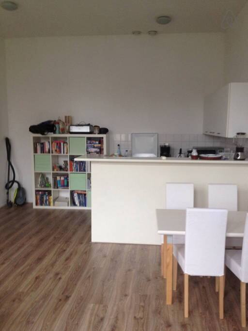 Fully equipped kitchen with bar that separates it from the living room