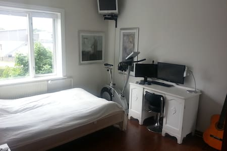 Room in shared apartment, near the station. - Søborg - 公寓