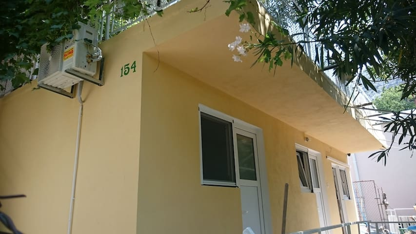 Апартаменты 5мин. от моря Сутоморе - ซูโตมอร์ - ที่พักพร้อมอาหารเช้า