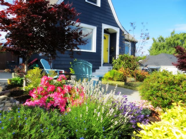Spacious, charming, walk to ferry - Bremerton - Huis