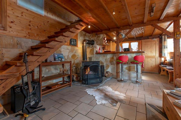 Grande pièce à vivre lumineuse, Cuisine ouverte, cheminée / Spacious living area, Open Kitchen, Fireplace
