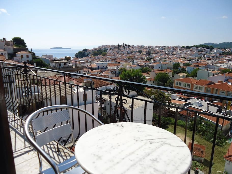 Air-conditioned room with free Wi-Fi and private balcony. A fridge, safe, hairdryer and TV are included. All rooms overlook the Skiathos town and some to the old port-sea . Guests have access to a common kitchen to prepare coffee or light meals on tarrace