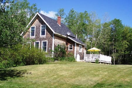 Island Retreat: Historic Crows Nest Cottage - Islesboro - Huis