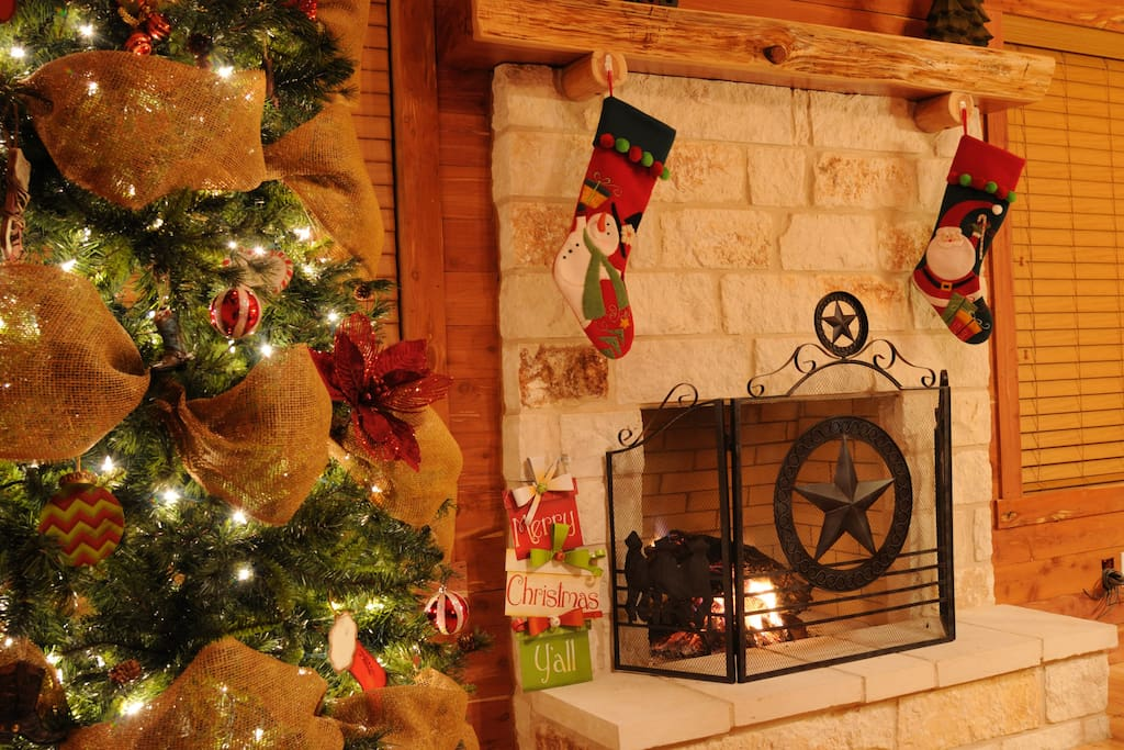 Cozy festive decor for the season - can you hear the fire crackle!