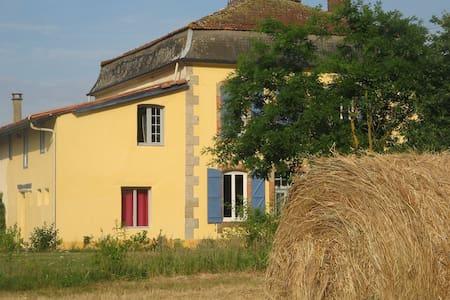 Chambre d'hôte proche de Marciac - Arrondissement of Mirande - Bed & Breakfast