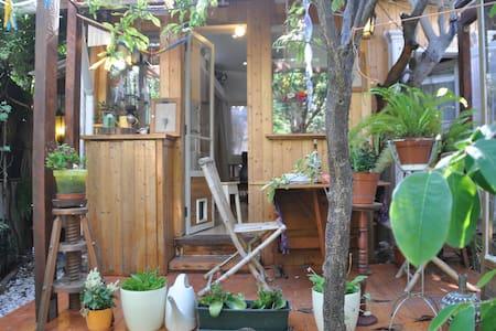 Almada Comfy Cabin with Garden - Almada - Zomerhuis/Cottage
