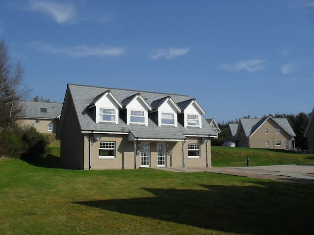 Villa 15, Queen's Court, Banchory