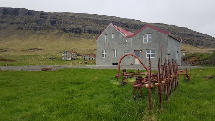 Neðribær apartments. 28km from the Glacier Lagoon