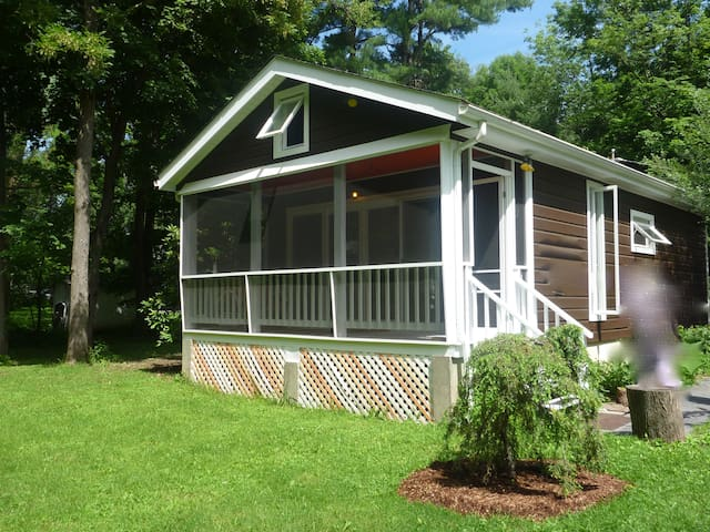 Relax in this cozy cute Woodstock cottage