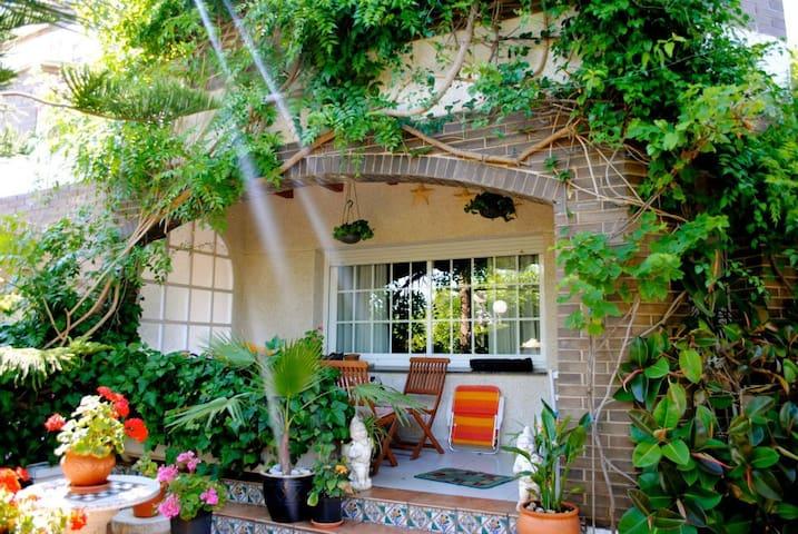 Beautiful Beach House/Yoga Studio - Cubelles - บ้าน