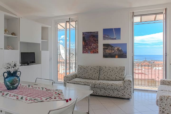Sea view and WiFi in the center of Sanremo