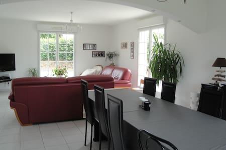 Maison spacieuse au calme - Saint-Samson-de-Bonfossé - Hus