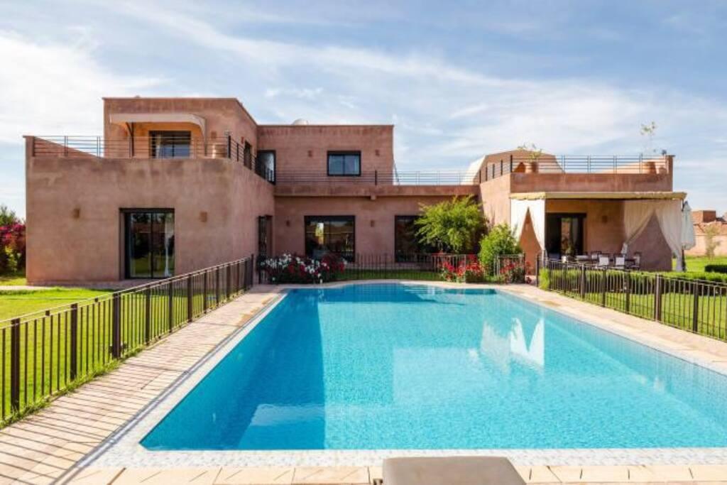 Villa piscine a marrakech villas for rent in marrakech for Villa marrakech piscine