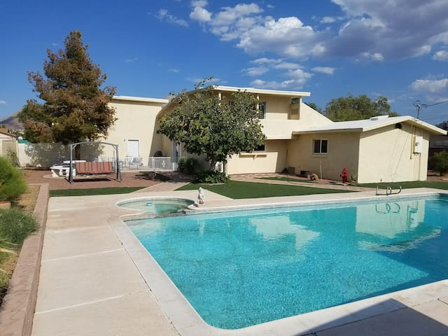 Shoot pool or jump in the pool/hot tub! Quiet area