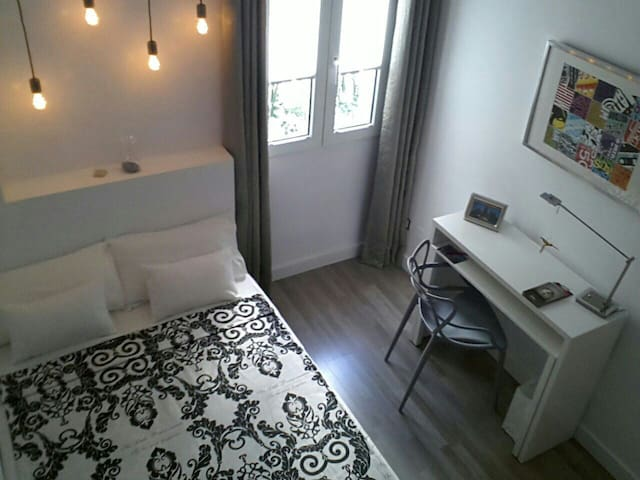 Cozy, modern and minimalist room - Madrid