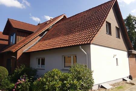 Zimmer l, EZ, in kl. Haus - Gifhorn - 独立屋