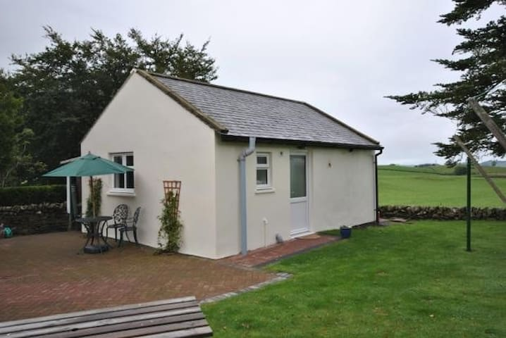 Garden Cottage in Lovely Location - Kirkpatrick Durham - Casa