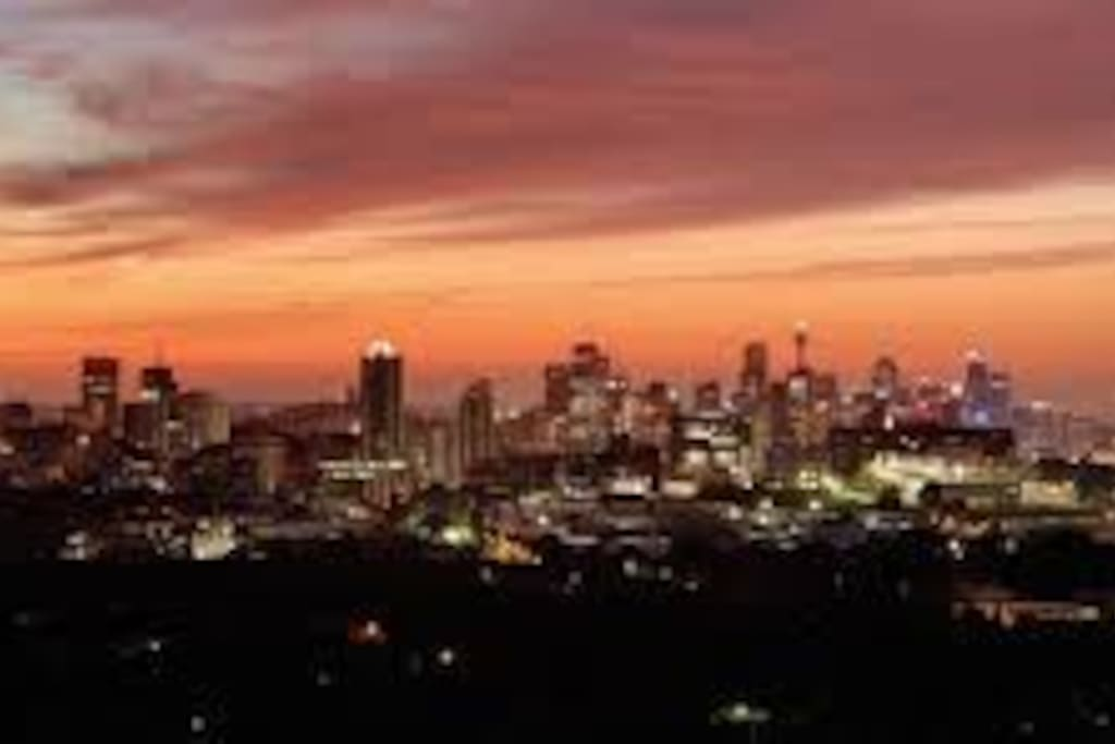 Enjoy fantastic Night Scenery of Sydney from the Apartment