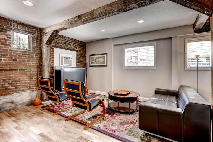 Carriage House in Uptown