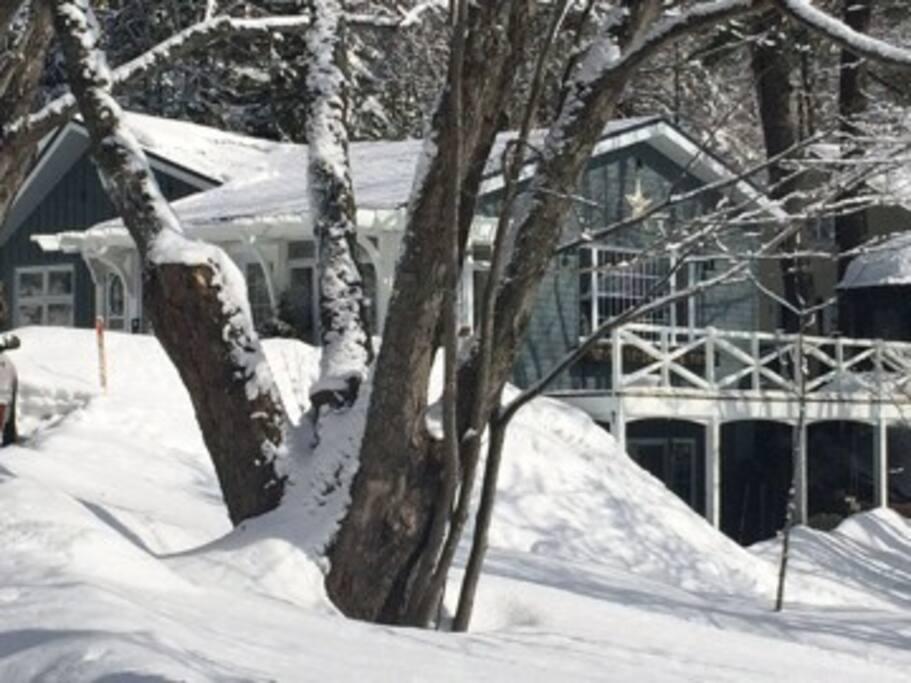 la maison pr s du lac houses for rent in lac beauport. Black Bedroom Furniture Sets. Home Design Ideas