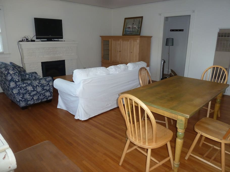 Livingroom and dining area,