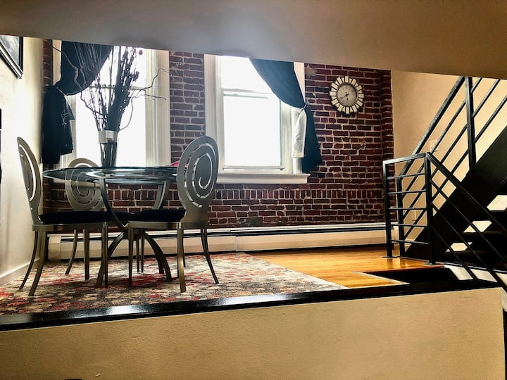 Modern & Historic-Downtown Loft-King Bed-Walkable!
