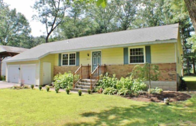 Great Home in Ideal Saratoga Area - Ballston Spa - Hus
