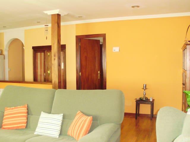 Dormitorio en casa unifamiliar - A Coruña - Rumah