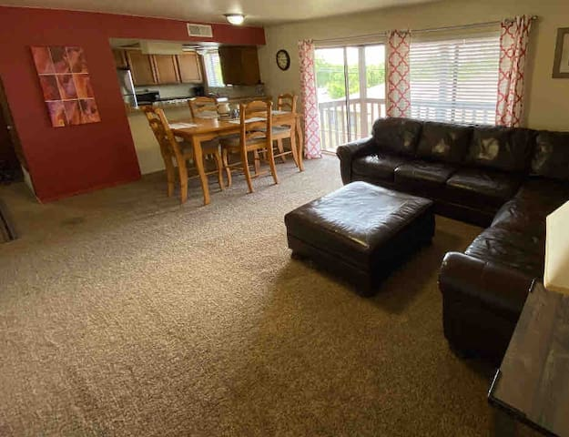 UpstairsApartment   2bed&1bath  Clean and Roomy