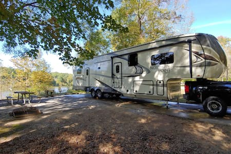 Luxury RV on the Tombigbee river