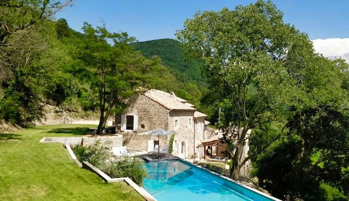 Domaine des Camarades, 40 ha estate, 20 meter pool