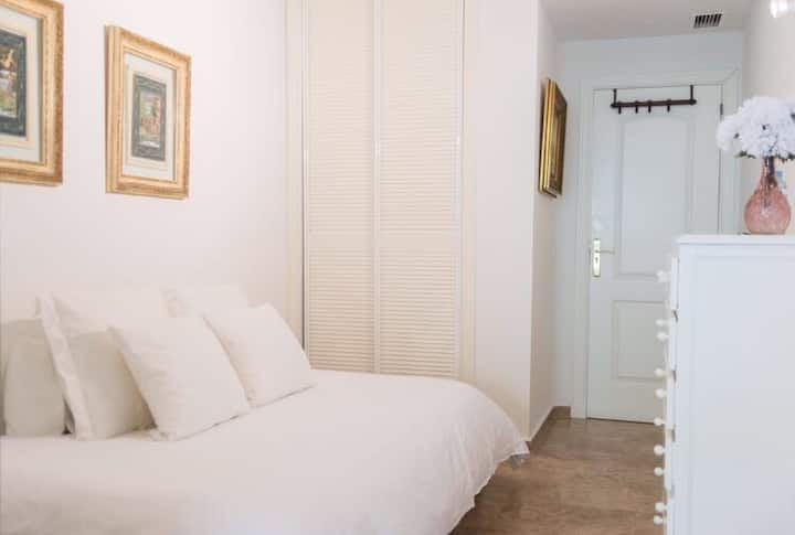 Single room close to Puerto Banus (Only Women)