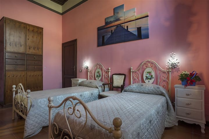 "Camera ""Il Commenda"" Guest House - Viterbo - Bed & Breakfast"