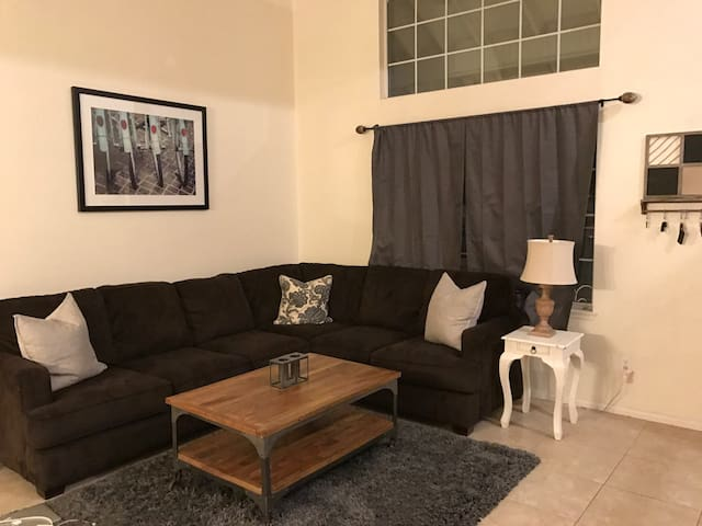 Charming room in lake elsinore! - Lake Elsinore - Talo