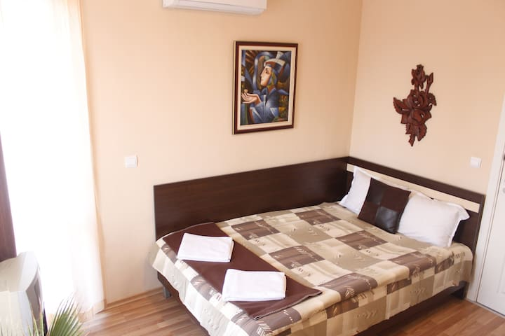 Private room 1km from the beach - Nessebar - Casa
