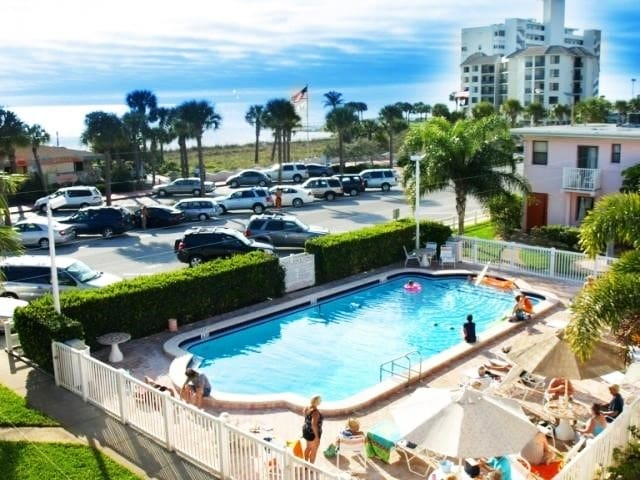 Lovely Beachfront Studio- Pool & Beach View