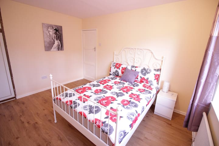 (28GRU-C)PRIVATE ROOM FOR 2 PEOPLE NEAR RIVERSIDE