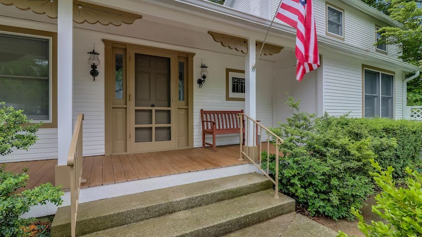 Downtown Saugatuck Home w/ Hot Tub  Private Patio - Northgate
