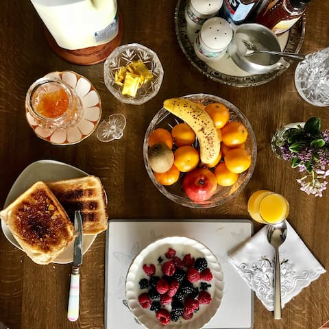 A healthy continental breakfast is provided!