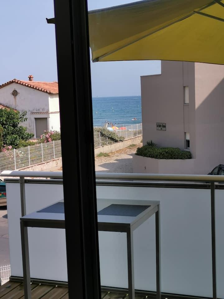 Carnon, Studio rénové face à la mer, parking fermé
