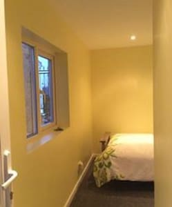 Tranquil, peaceful, and private room for 1 or 2 - Leeds - Hus